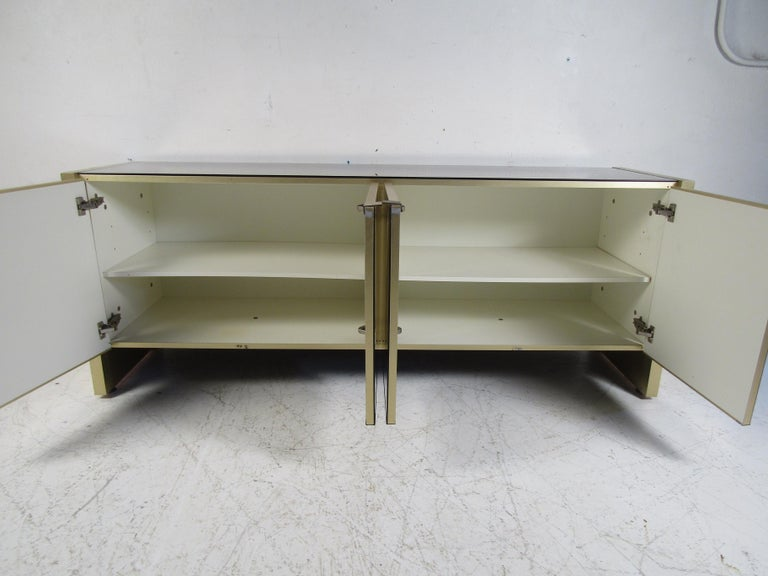 Mid-Century Modern Mirrored Credenza For Sale 1