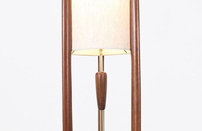 Polished Mid-Century Modern Modeline Tall Floor lamp For Sale