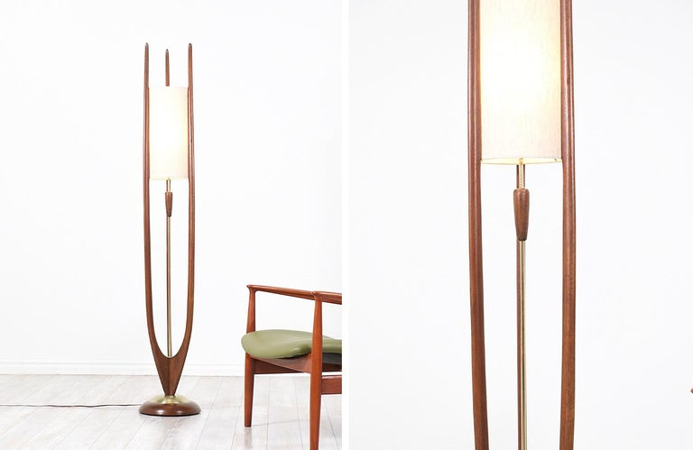 Mid-Century Modern Modeline Tall Floor lamp In Excellent Condition For Sale In Los Angeles, CA