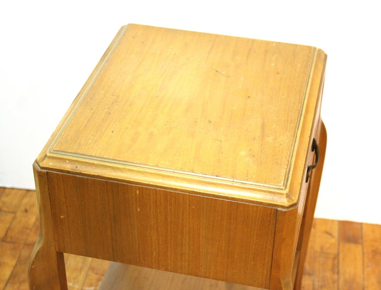 Mid-Century Modern Nightstand Table For Sale 4