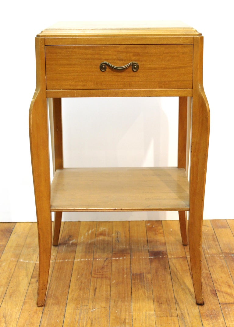 Mid-Century Modern blonde wood nightstand or end table by Northern Furniture Company. The piece has one drawer and lower shelf and is in great vintage condition. Makers plaque inside the drawer.