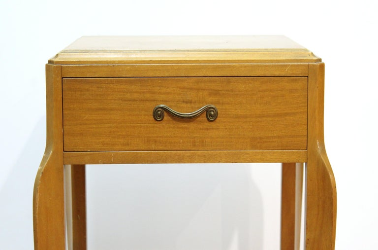 American Mid-Century Modern Nightstand Table For Sale