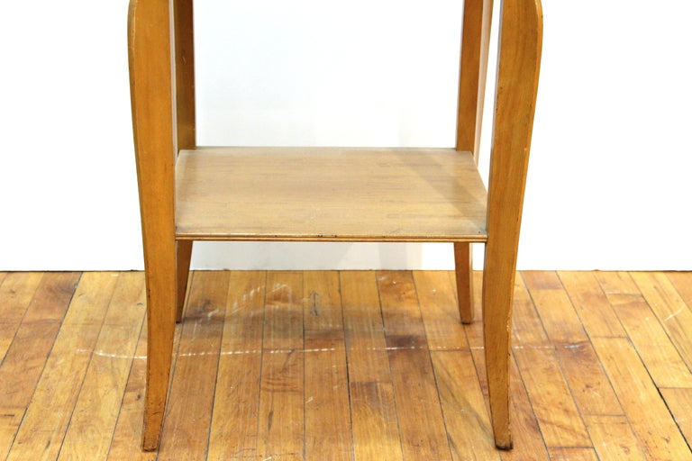 Mid-Century Modern Nightstand Table In Good Condition For Sale In New York, NY