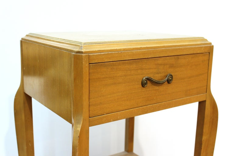 Wood Mid-Century Modern Nightstand Table For Sale