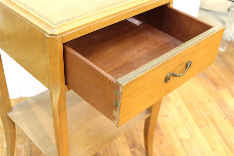 Mid-Century Modern Nightstand Table For Sale 1