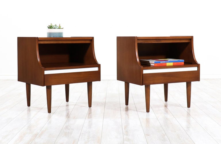 Mid-Century Modern Nightstands by American of Martinsville In Excellent Condition For Sale In Los Angeles, CA