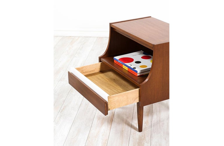 Laminate Mid-Century Modern Nightstands by American of Martinsville For Sale