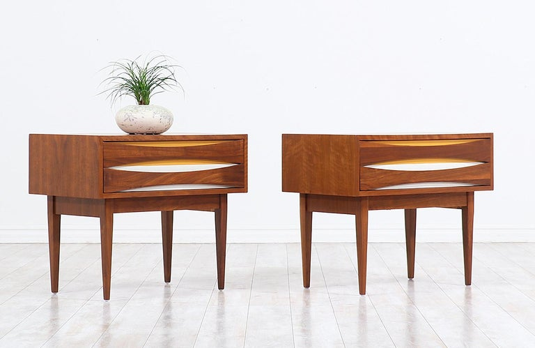 American Mid-Century Modern Nightstands with Lacquered Bowtie Style Drawers For Sale