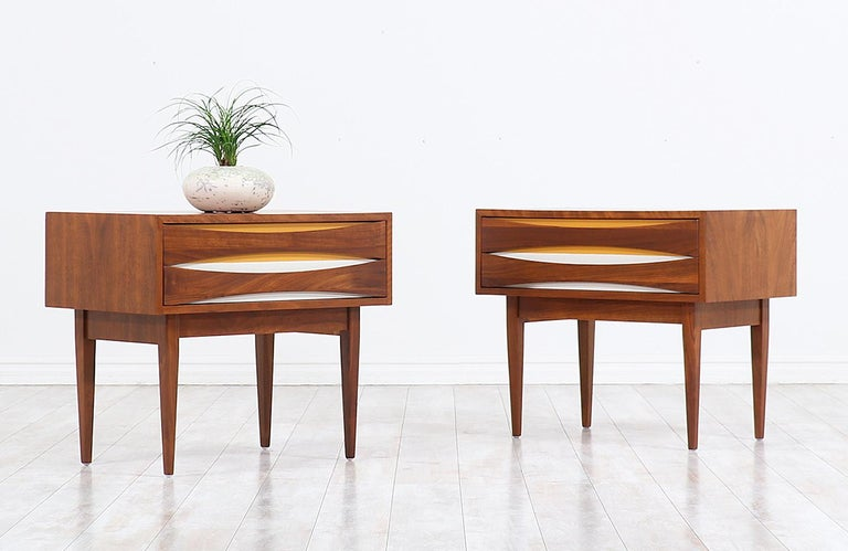 Mid-Century Modern Nightstands with Lacquered Bowtie Style Drawers In Excellent Condition For Sale In Los Angeles, CA