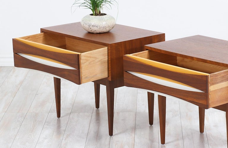 Mid-Century Modern Nightstands with Lacquered Bowtie Style Drawers For Sale 1