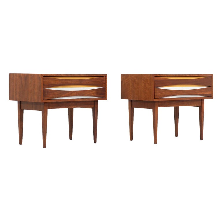 Mid-Century Modern Nightstands with Lacquered Bowtie Style Drawers For Sale