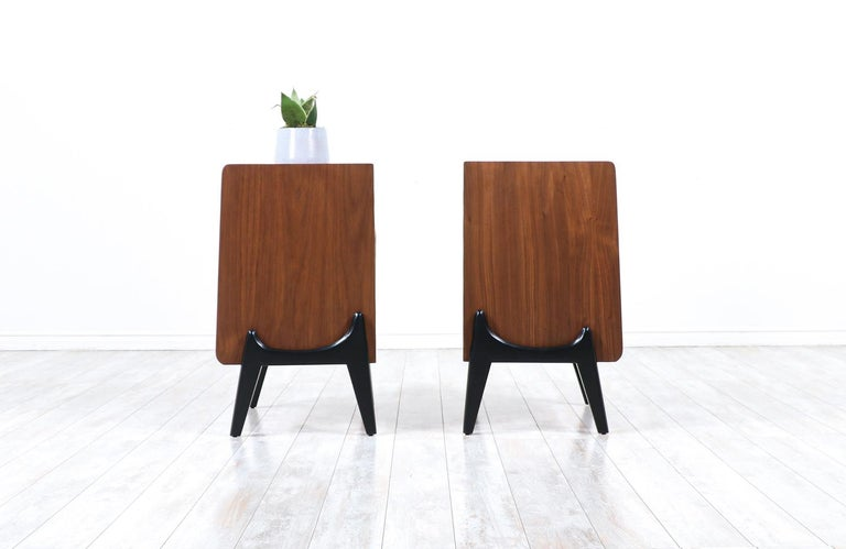 Mid-Century Modern Night Stands with Sculpted Bases In Excellent Condition In Los Angeles, CA