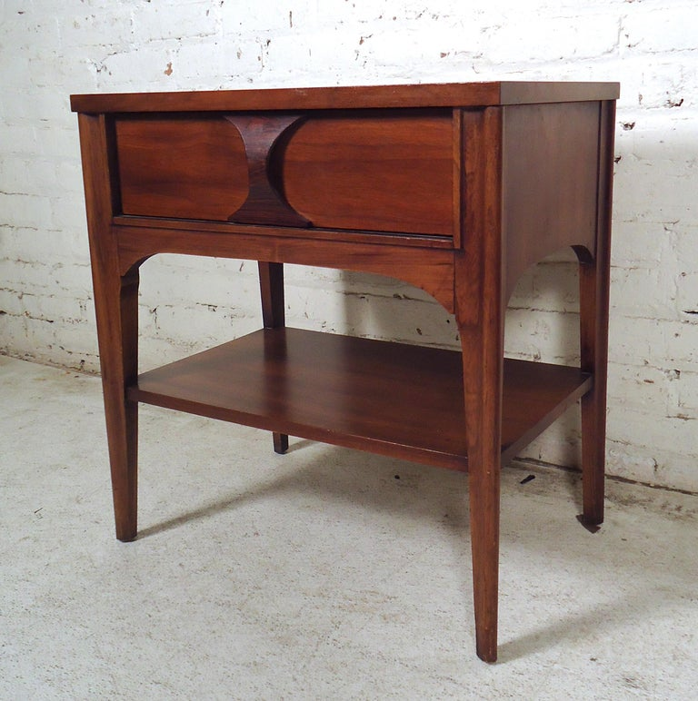 Mid-Century Modern Nightstand In Good Condition For Sale In Brooklyn, NY