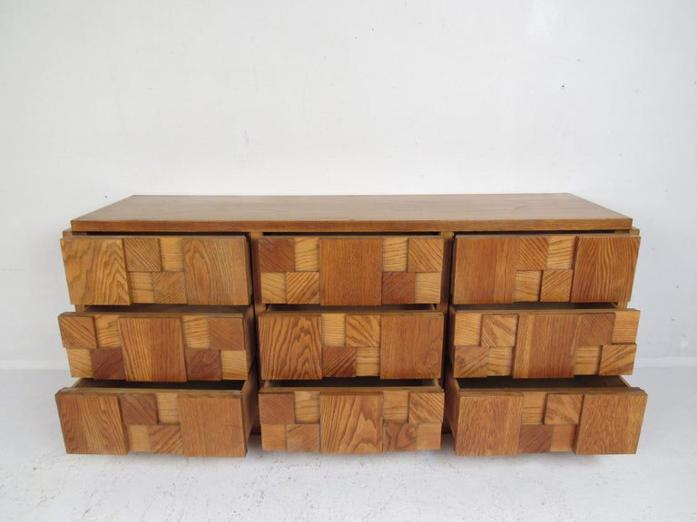 Mid-Century Modern Oak Brutalist Dresser by Lane Furniture In Good Condition For Sale In Brooklyn, NY