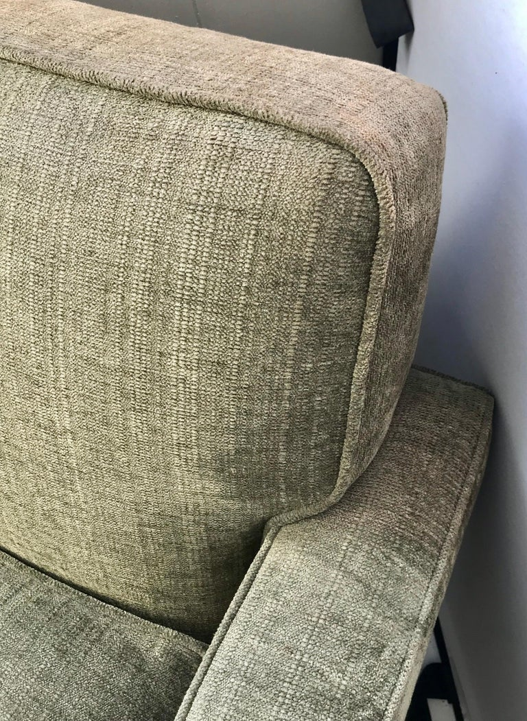 Mid-Century Modern Olive Green Velveteen Upholstered Danish Lounge Chair In Good Condition For Sale In West Hartford, CT