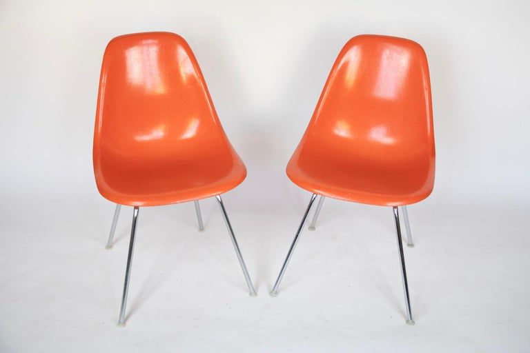 Mid-Century Modern Orange Fiberglass Shell Side Chairs, Eames, USA, 1970s In Good Condition For Sale In Vienna, AT