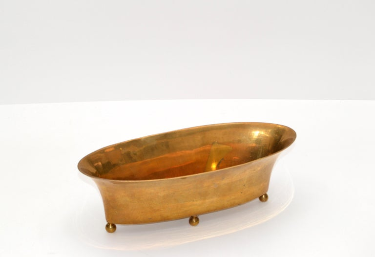 American Mid-Century Modern Oval Footed Bowl in Brass, Centerpiece For Sale