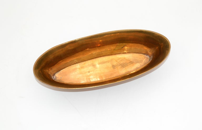 Mid-Century Modern Oval Footed Bowl in Brass, Centerpiece For Sale 3