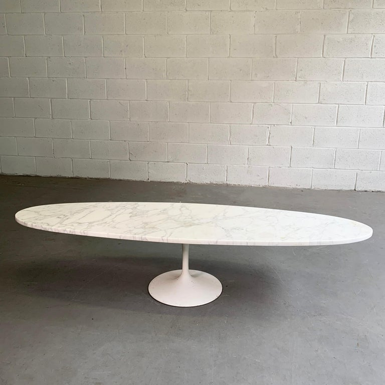 American Mid-Century Modern Oval Marble Tulip Base Coffee Table For Sale