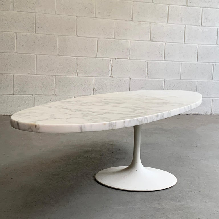 Mid-Century Modern Oval Marble Tulip Base Coffee Table For Sale 1