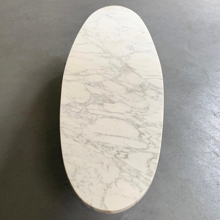 Mid-Century Modern Oval Marble Tulip Base Coffee Table For Sale 2