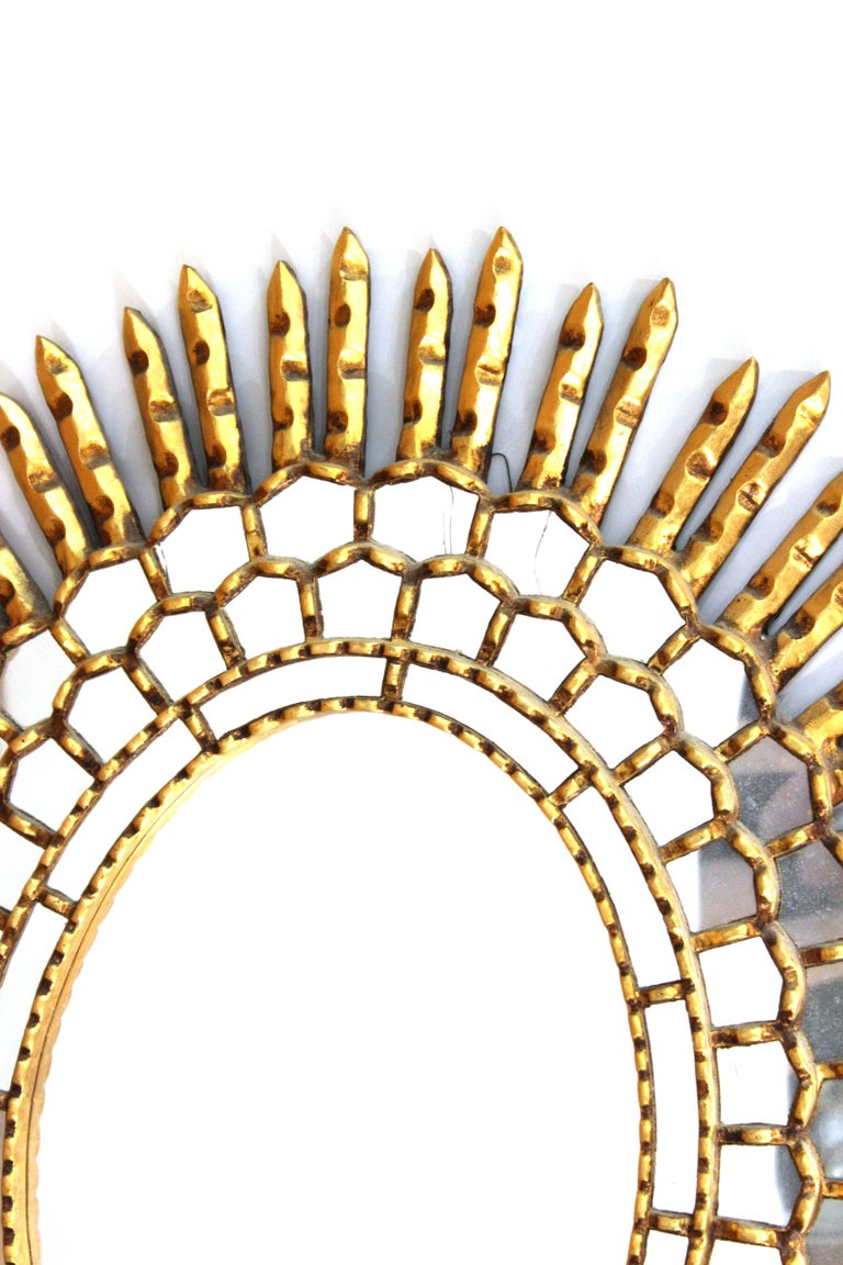 Mid-Century Modern Oval Sunburst Mirror in Giltwood In Good Condition For Sale In New York, NY