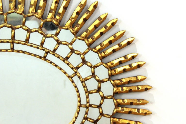 Mid-Century Modern Oval Sunburst Mirror in Giltwood For Sale 1