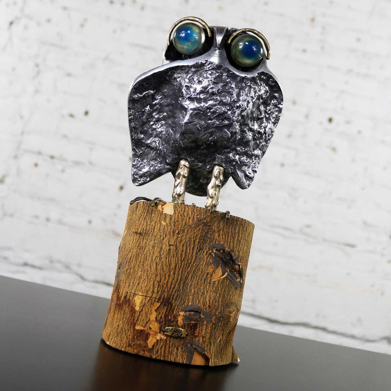 Handsome cast aluminum Mid-Century Modern owl sculpture by Curtis Jere on a natural bark-on wood stump. He has great acrylic eyes. He is in wonderful vintage condition with the normal wear you would expect with age. Some of the bark is peeling but