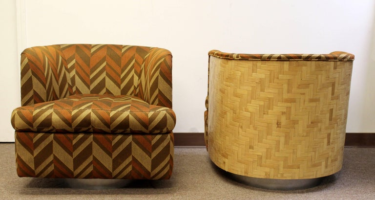 Mid-Century Modern Pair of Baughman Thayer Coggin Wood Club Barrel Swivel Chairs In Good Condition For Sale In Keego Harbor, MI