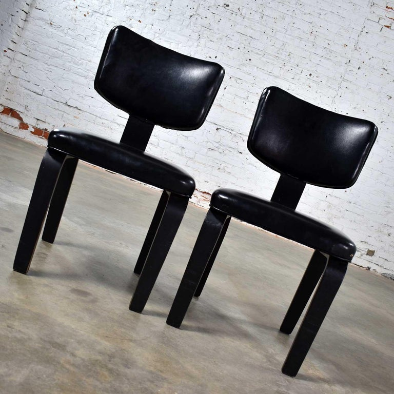 20th Century Mid-Century Modern Pair of Black Thonet Bentwood and Vinyl Chairs For Sale