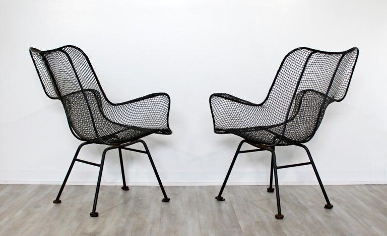 Mid-Century Modern Pair of Black Woodard Sculptura Outdoor Patio Armchairs 1950s For Sale 1