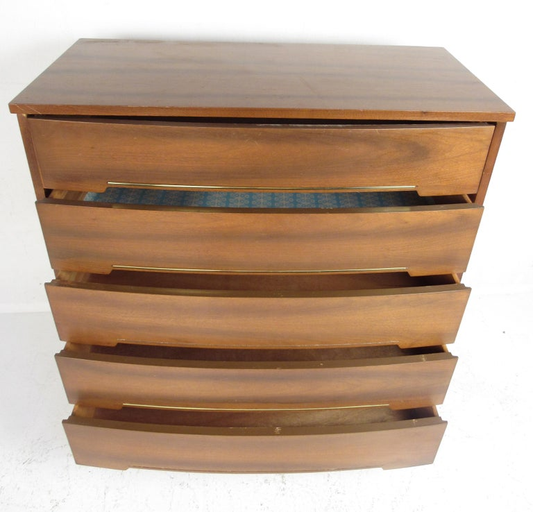 Mid-Century Modern Pair of Bow Front Dressers For Sale 4