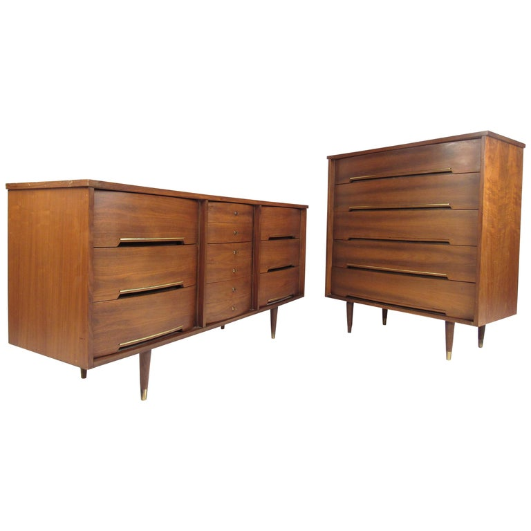 Mid-Century Modern Pair of Bow Front Dressers For Sale
