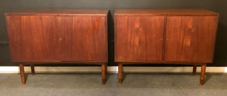 Mid-Century Modern Pair of Cabinets, Nightstand or Commodes Gjovik Mobelfabriken In Good Condition For Sale In Stamford, CT