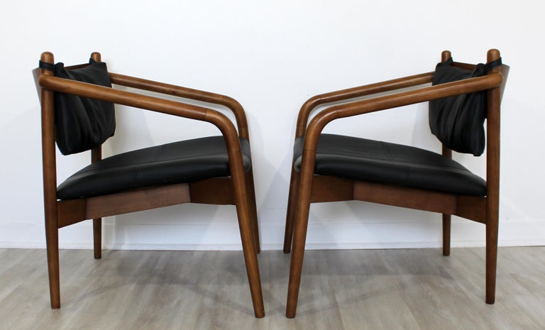 For your consideration is a simply lovely pair of curved or bent wood armchairs, circa 1970s. In very good vintage condition. The dimensions are 25