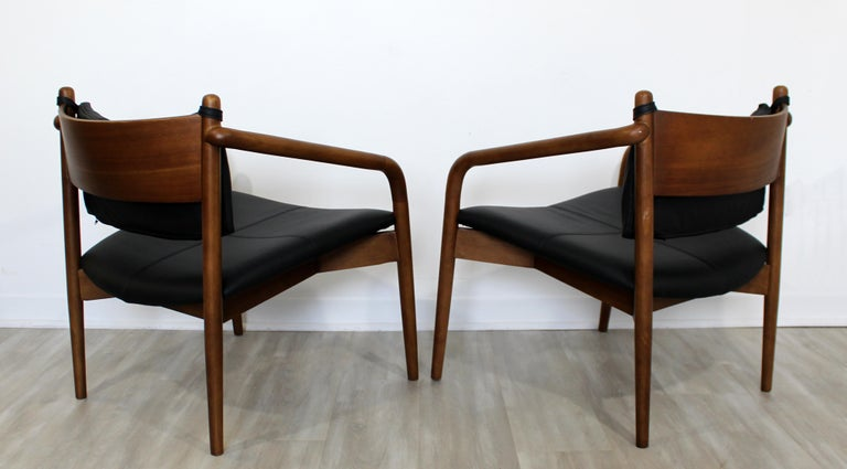 Mid-Century Modern Pair of Curved Bent Wood and Leather Lounge Armchairs, 1970s In Good Condition For Sale In Keego Harbor, MI