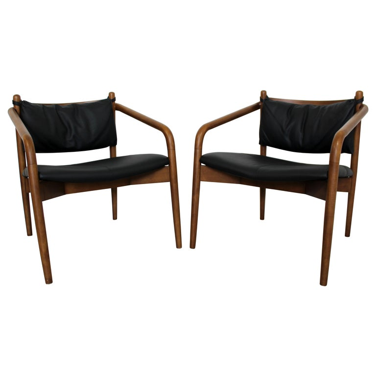 Mid-Century Modern Pair of Curved Bent Wood and Leather Lounge Armchairs, 1970s For Sale