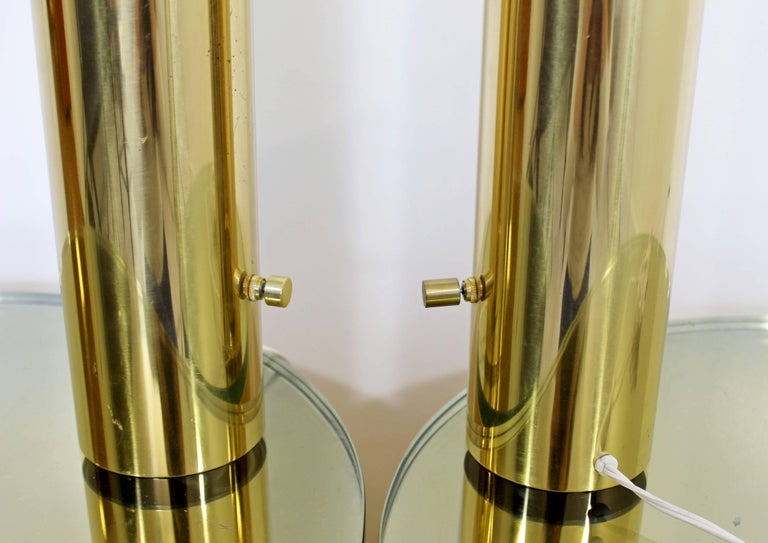 Mid-Century Modern Pair of Cylindrical Brass Table Lamps Kovacs Style[, 1970s In Good Condition For Sale In Keego Harbor, MI