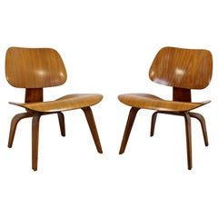 Mid-Century Modern Pair of Early Rare Charles Eames LCW Lounge Side Chairs 1950s