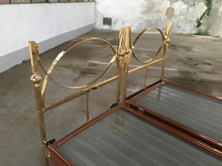 Mid-Century Modern Pair of Italian Single Beds with Gilt Headboard. 1960s For Sale 1
