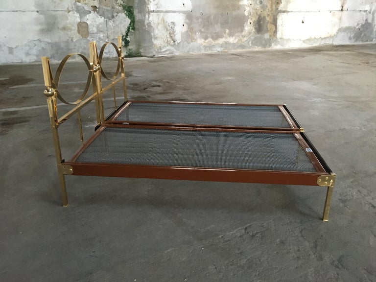 Mid-Century Modern Pair of Italian Single Beds with Gilt Headboard and Feet In Good Condition In Prato, IT