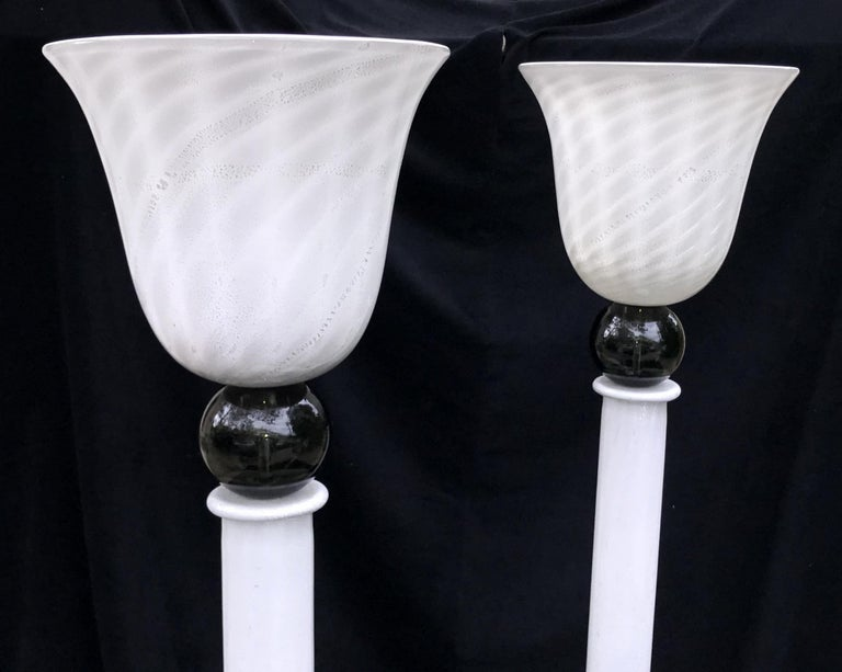 Mid-Century Modern Pair of Italian Swirl White Black Murano Glass Floor Lamps In Good Condition For Sale In Roslyn, NY