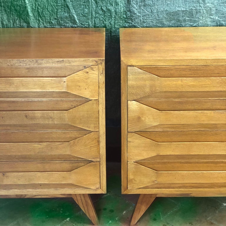 Mid-Century Modern Pair of Modernist Italian Oak Chest of Drawers In Good Condition For Sale In Firenze, Tuscany