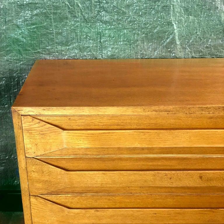 Mid-Century Modern Pair of Modernist Italian Oak Chest of Drawers For Sale 4