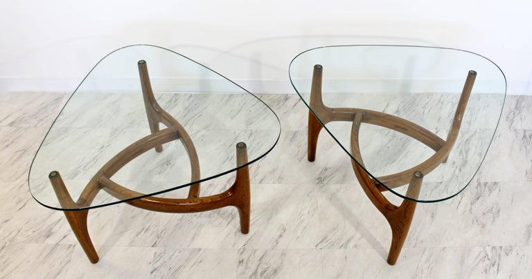 Mid-Century Modern Pair of Side or End Table Wood and Glass In Good Condition For Sale In Keego Harbor, MI