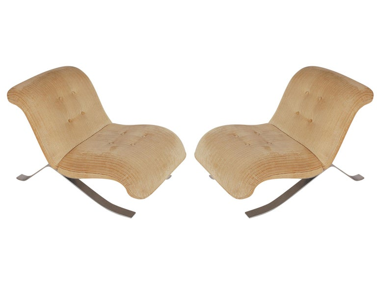 Mid-Century Modern Pair of Slipper Lounge Chairs with Barcelona Style Legs For Sale 5
