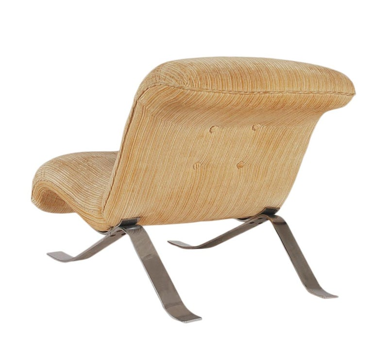 Mid-Century Modern Pair of Slipper Lounge Chairs with Barcelona Style Legs For Sale 6