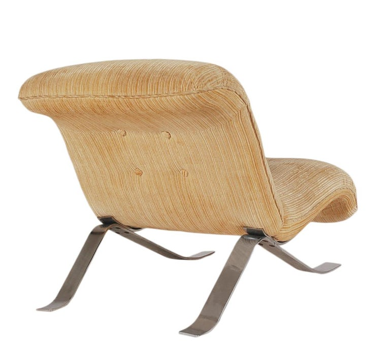 American Mid-Century Modern Pair of Slipper Lounge Chairs with Barcelona Style Legs For Sale