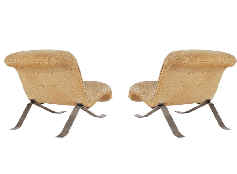 Mid-Century Modern Pair of Slipper Lounge Chairs with Barcelona Style Legs For Sale 1