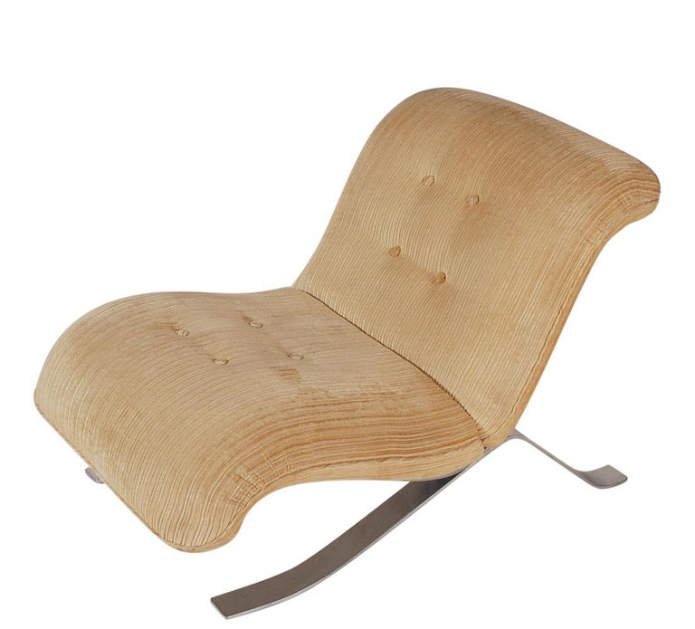 Mid-Century Modern Pair of Slipper Lounge Chairs with Barcelona Style Legs For Sale 3